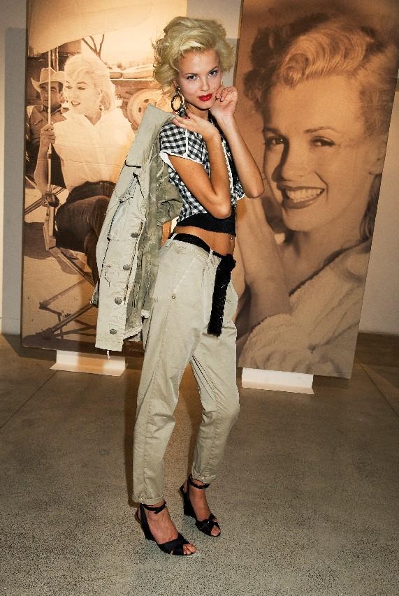 stretch Toni Be Loved-MODERNI 5 Tasche Pantaloni//Jeans in un elegante grigio guarnizione in strass